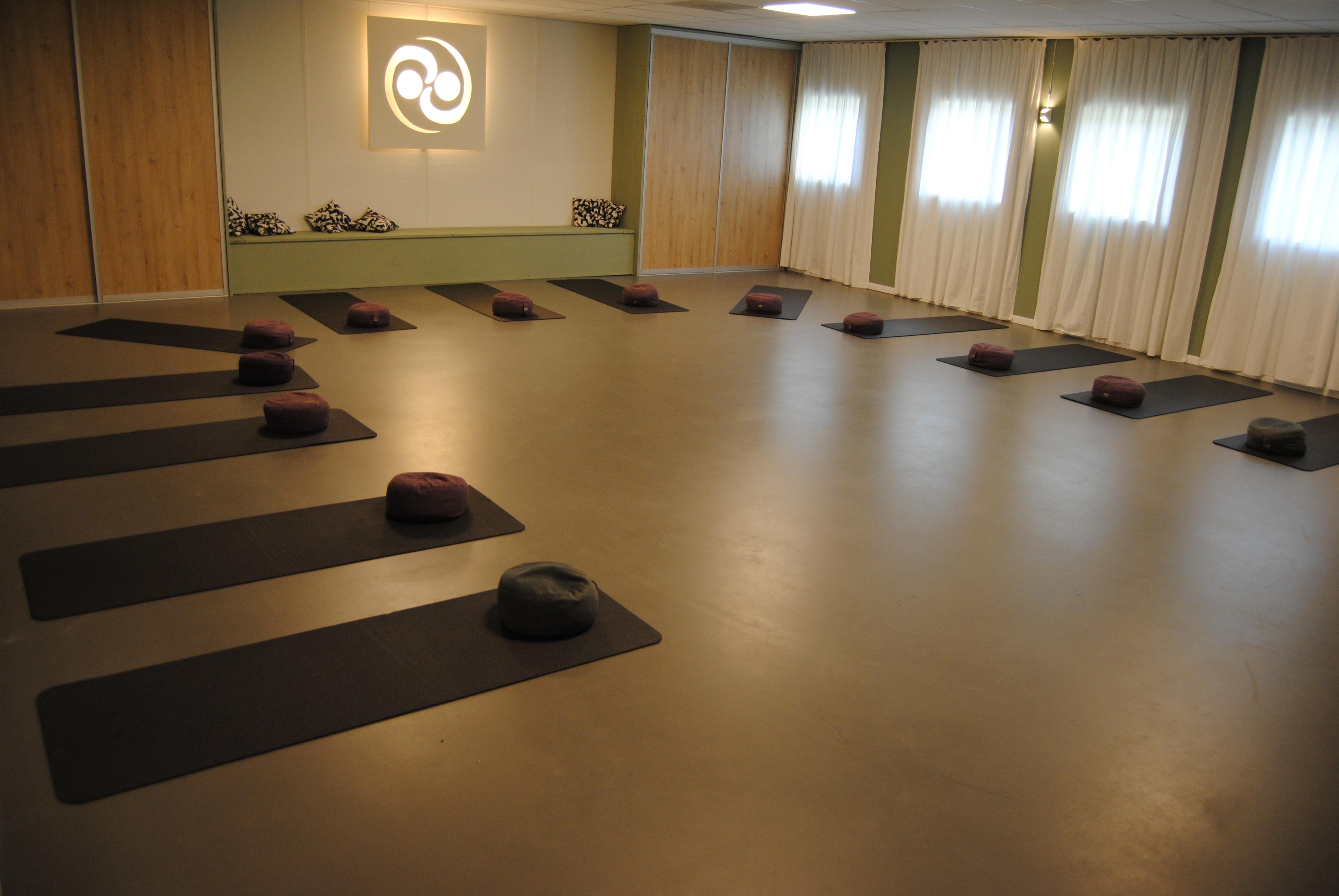 Onbeperkt meedoen aan verschillende yoga & pilateslessen, kennismaken met verschillende docenten en ontdekken wat het beste bij je past